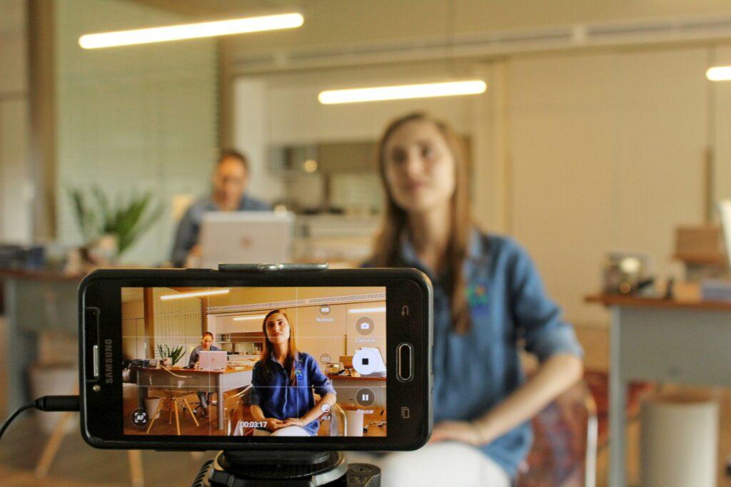 Cómo grabar un vídeo desde casa